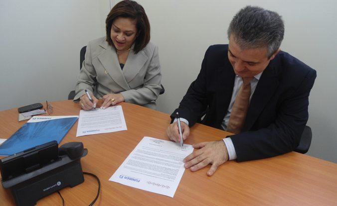 FUNIBER y almacenes SIMAN firman convenio de colaboración