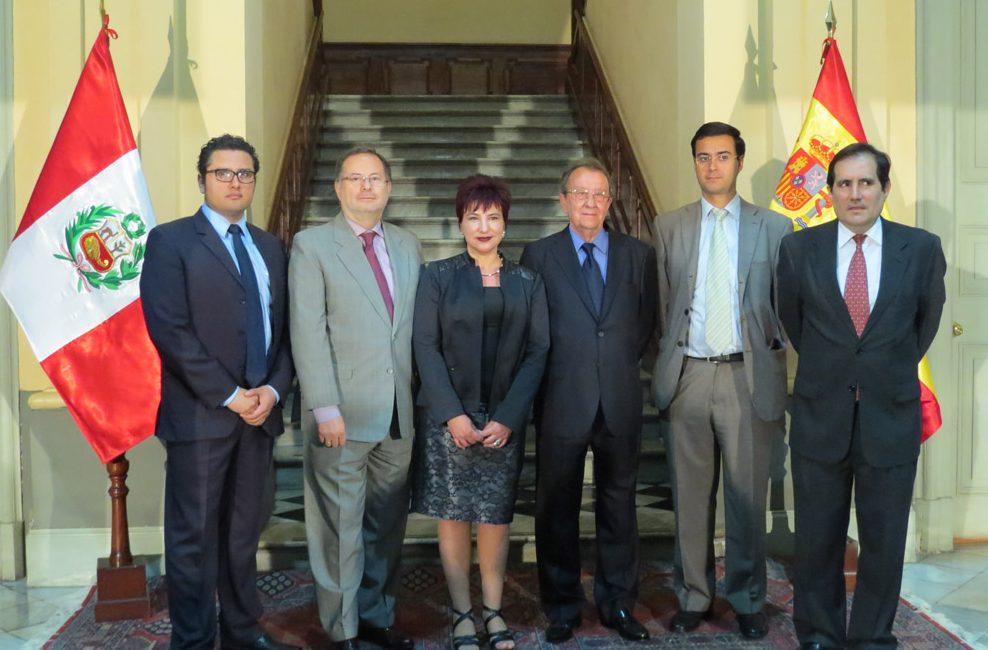 FUNIBER Perú: Inauguración de los grabados originales de Salvador Dalí en Lima tuvo éxito de concurrencia.