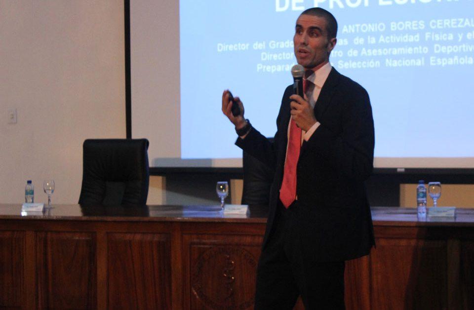 1.332 personas siguieron la Conferencia online «Desde la iniciación deportiva hasta el alto rendimiento, la necesidad de profesionales»