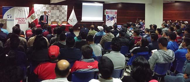 Éxito de convocatoria en la Conferencia sobre Educación Física de Antonio Bores en Perú