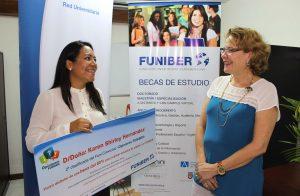 "FUNIBER Costa Rica entrega el premio a la segunda clasificada del FUNICONCURSO ""Opiniones FUNIBER"""