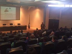 Alumnos y Docentes de la UNAH asisten a la conferencia de Santiago Tejedor en Honduras