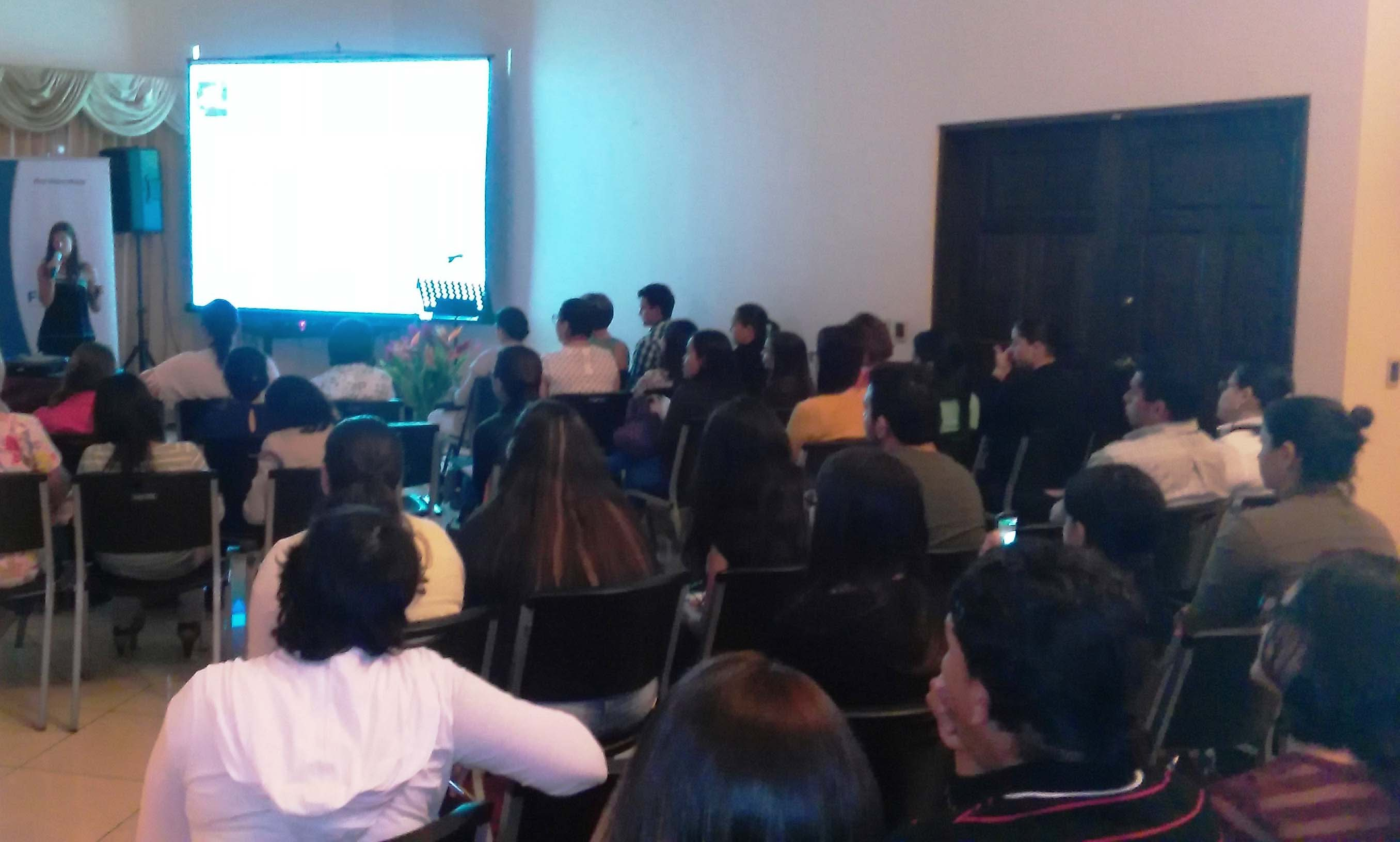Mireia Peláez imparte conferencia en Costa Rica sobre actividad física durante el embarazo