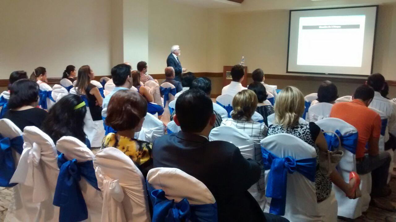 Jesús Arzamendi presenta la importancia de cursar un Doctorado en Tegucigalpa (Honduras)
