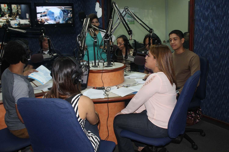 Massiel Castro presenta FUNIBER en el programa de radio Sintonía Joven de República Dominicana