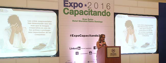 Programa de Becas FUNIBER presentado en Expo Capacitando 2016 en República Dominicana