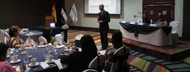 Directores de instituciones educativas de El Salvador asisten a la conferencia de FUNIBER