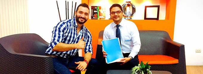 Director Ejecutivo de FUNIBER en El Salvador entrevistado en el Canal 8 Agape TV