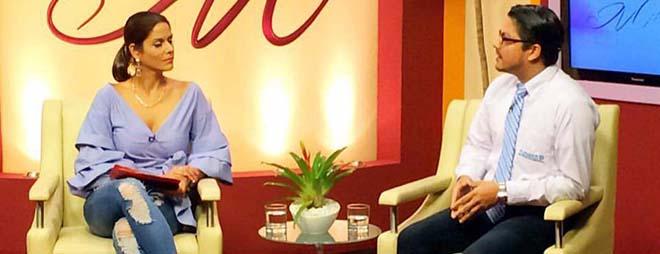 Director de FUNIBER en El Salvador entrevistado en el Canal 12 de la Televisión Nacional