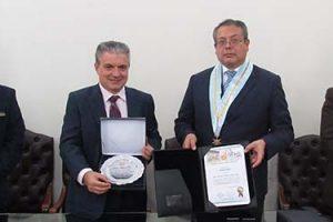 Presidente de FUNIBER recibe reconocimiento del Colegio de Abogados de Lima