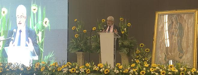 El Doctor Roberto Ruiz imparte una conferencia en el Congreso Internacional de Educación 5.0.