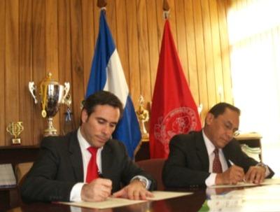FUNIBER firma convenio con la Universidad Nacional de El Salvador