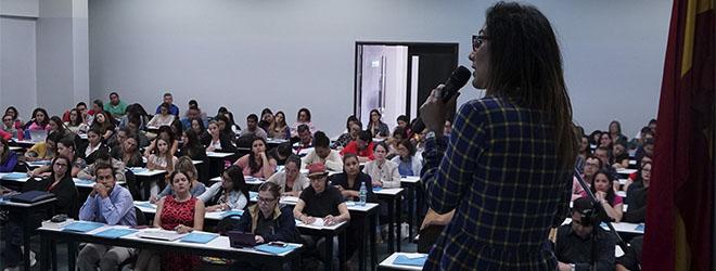 Éxito de asistencia a la conferencia sobre el maltrato infantil de la Dra. Parada