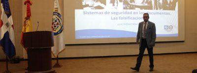 funiber-y-el-ministerio-de-interior-y-policia-organizan-conferencia-sobre-la-falsificacion-de-documentos