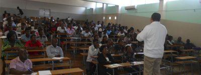 profesor-de-unini-mexico-imparte-conferencia-en-mozambique