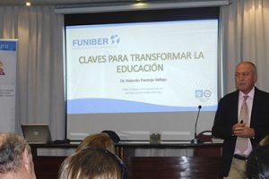 Excelente asistencia a la conferencia del Dr. Pantoja en Montevideo