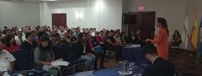 La conferencia de la Dra. Corrales en el Hotel Las Américas despierta gran expectación