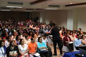 La conferencia sobre la Educación en el Siglo XXI del Dr. Silió despierta gran interés