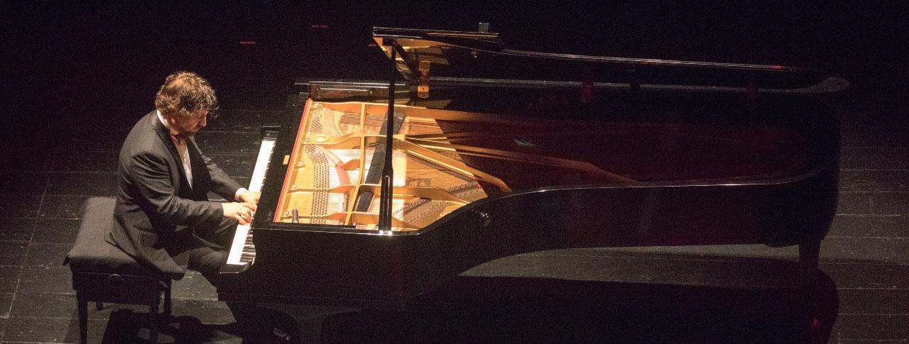 El pianista José Luis Nieto actúa en la Universidad Europea del Atlántico