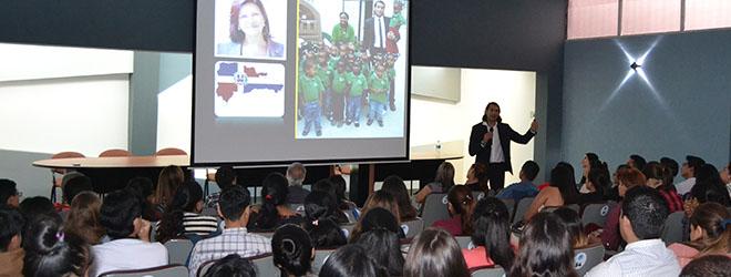 Conferencia del Dr. Santiago Tejedor en la Universidad Técnica de Machala