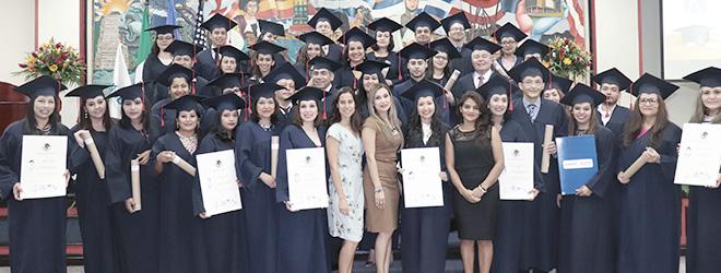 Entusiasmo de los alumnos hondureños becados por FUNIBER al recibir sus títulos universitarios