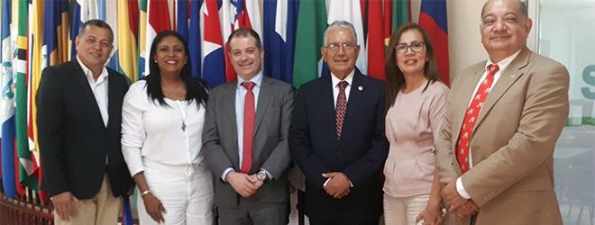 El rector de UNEATLANTICO visita la Universidad de Panamá