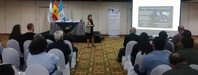 Elvira Carles despierta gran interés durante su conferencia sobre cambio climático en Guatemala