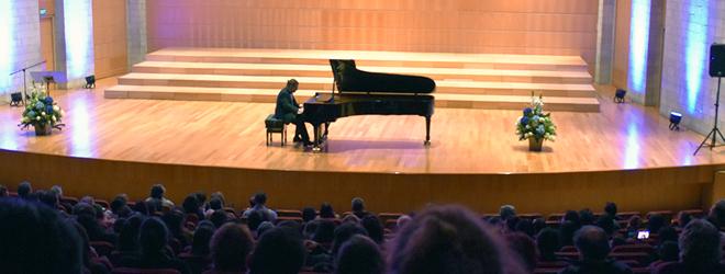 El pianista español José Luis Nieto cautiva en Ecuador interpretando la Suite Iberia
