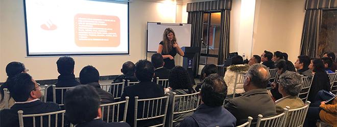 La Dra. Silvia Aparicio brinda magistral conferencia en Quito