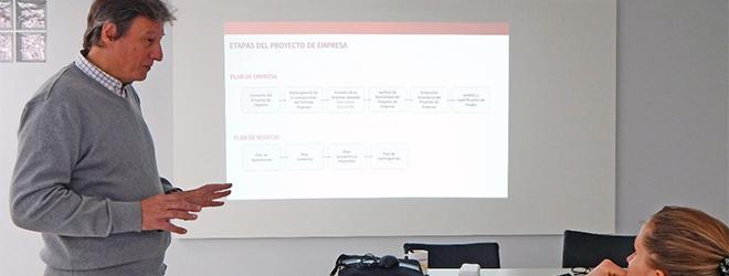 El profesor Mg. (c) Gustavo Isakson imparte taller en Argentina sobre el proyecto empresarial
