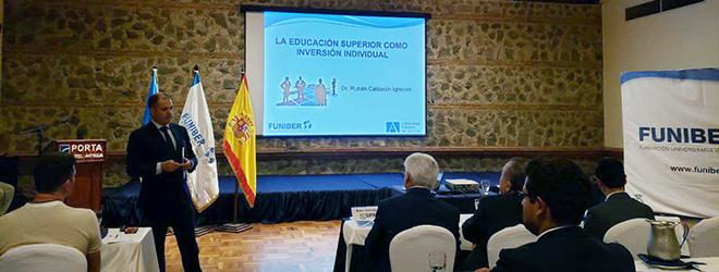 El Dr. Rubén Calderón imparte conferencia en Guatemala sobre la Educación Superior