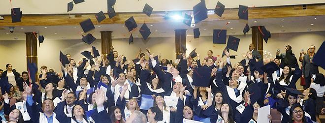 Estudiantes becados por FUNIBER celebran acto de entrega de títulos en Honduras