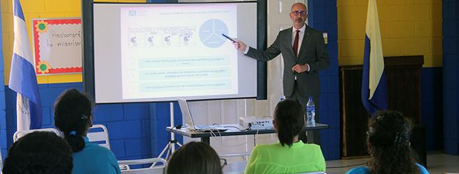 Dr. Juan Luís Martín imparte conferencia en el colegio Saint Dominic de Managua