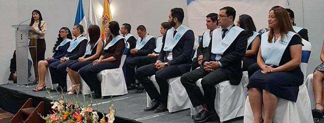 Entrega de títulos universitarios a estudiantes becados por FUNIBER en Guatemala