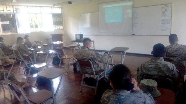 Área de Educación de las Fuerzas Armadas de Perú durante el webinar